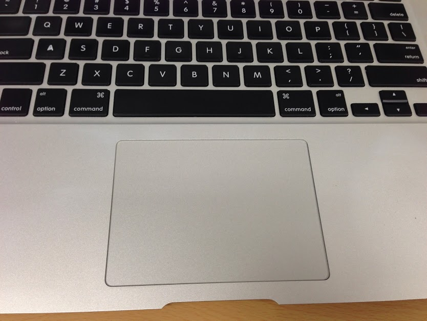 MacBookAIR (13inch) のトラックパッドが壊れたが19時間で修理完了